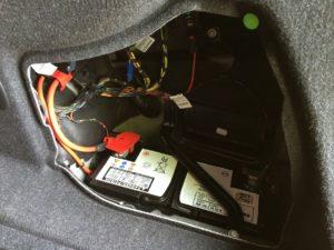 1 блок в багажнике