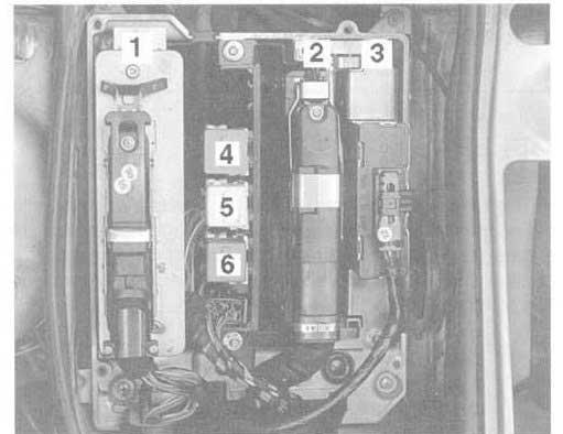 блок реле и предохранителей BMW e36