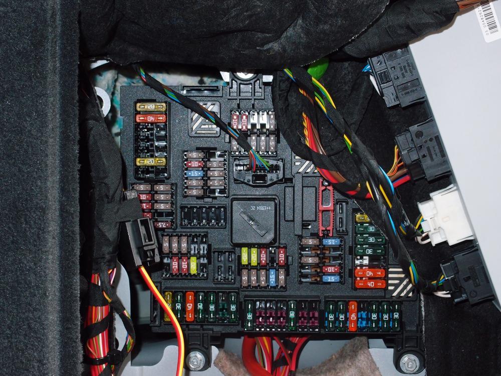 фото блока в багажнике бмв ф10