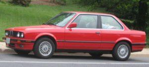 красное BMW E30