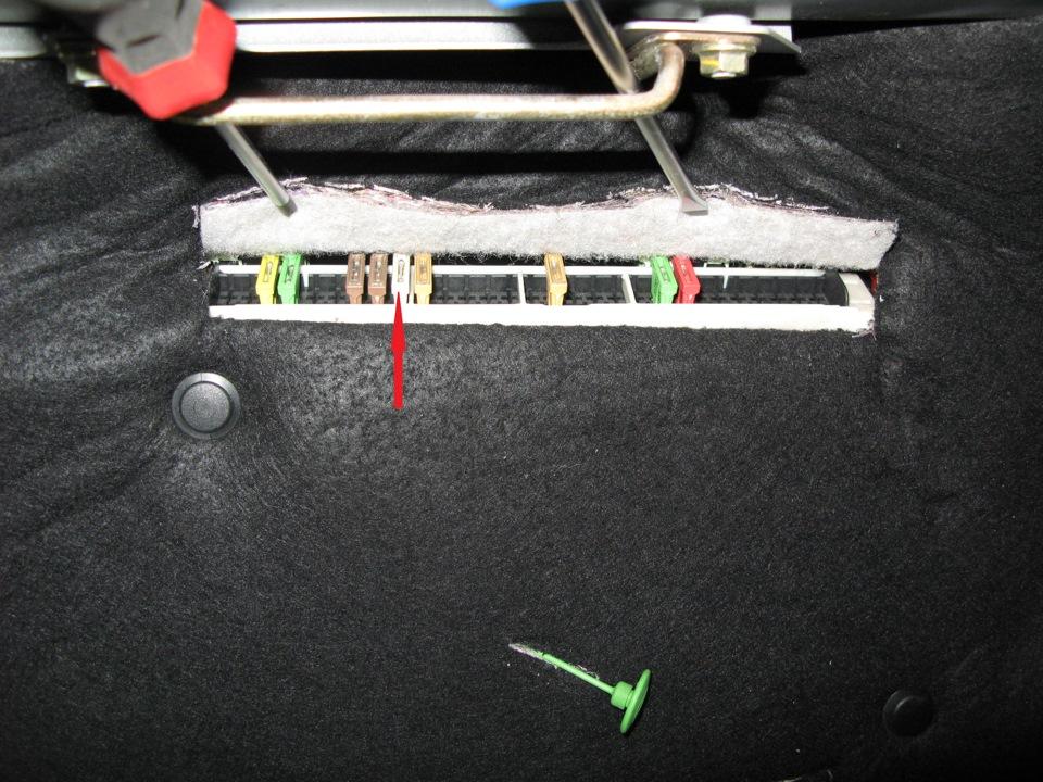 фото блока предохранителей и реле в багажнике е38