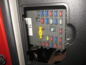 chevrolet aveo 2007 блок предохранителей