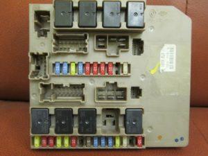 фото блока с предохранителями в салоне рено клио 3