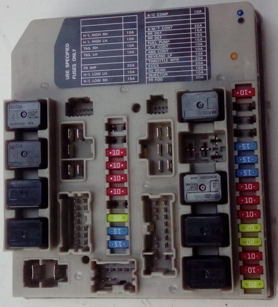 фото блока предохранителей под капотом е11