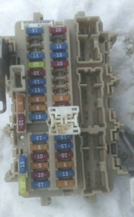 Блок предохранителей в салоне teana j33