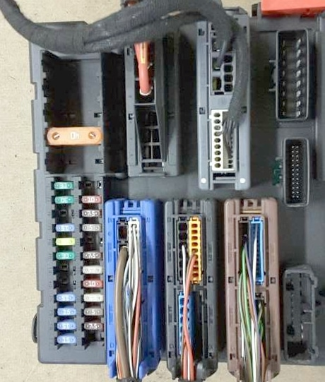 Фотография блока в багажнике