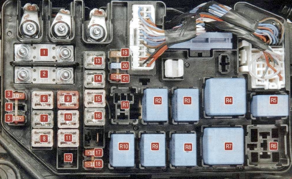Фото схема блока под капотом Киа Рио 2