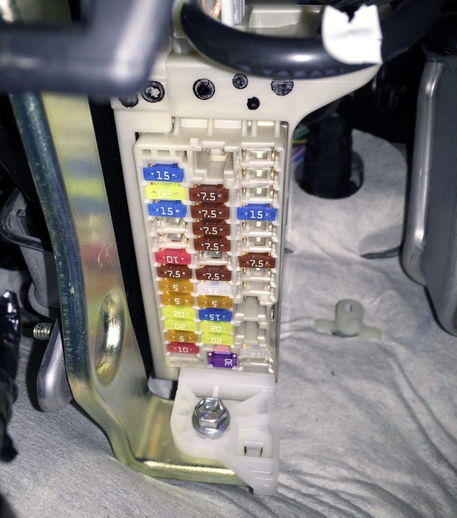 Фото пример блока в салоне Тойота Ярис 3